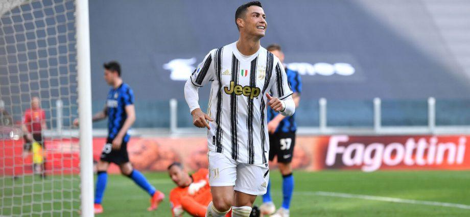 Ronaldo entra dalla panchina