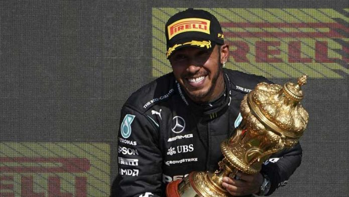 Un'altra vittoria per Hamilton sotto la pioggia
